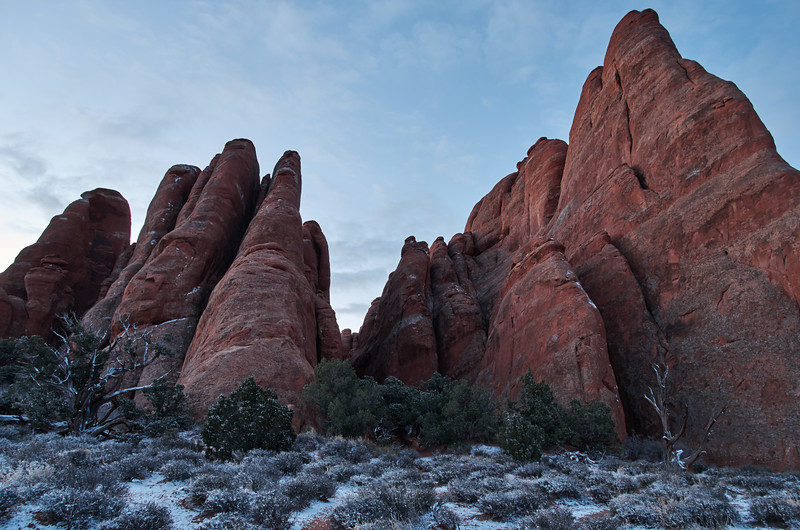 Fins on the trail to Broken Arch