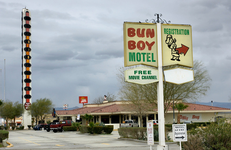 The Bun Boy motel and world's tallest thermometer in Baker, CA