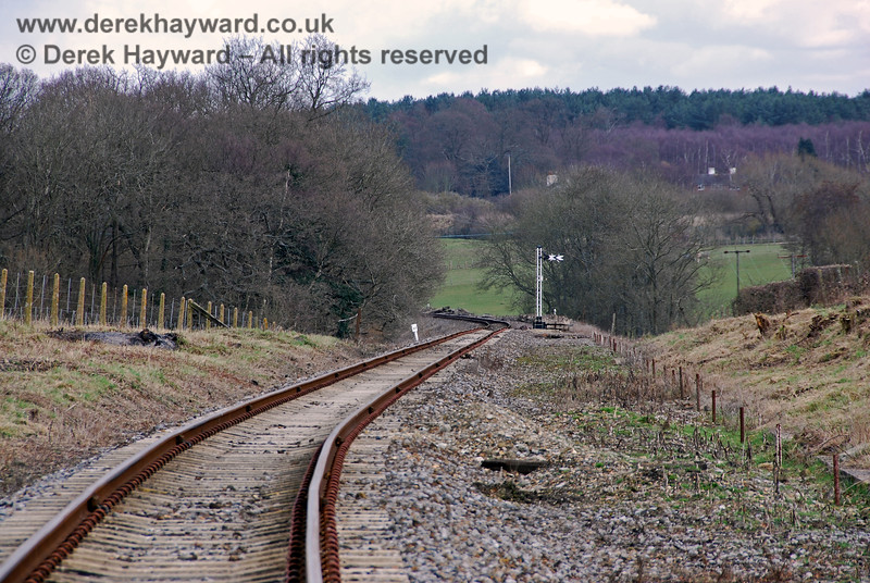 A second view looking east from Groombridge, with the westbound distant signal just in view at the bottom of the bank. 02.03.2009