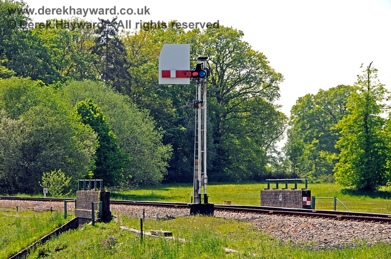 The westbound Home signal on the approach to Groombridge was subsequently fitted with a sighting board. 29.05.2021 20688