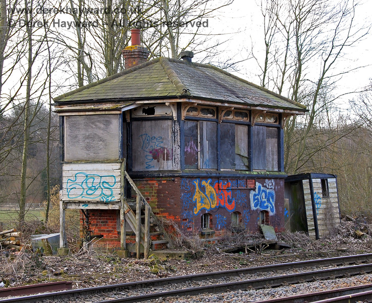 In 2009 Network Rail undertook substantial lineside clearance, which transformed the approach to Eridge. The old signal box was revealed, although it was in sad condition. 02.03.2009