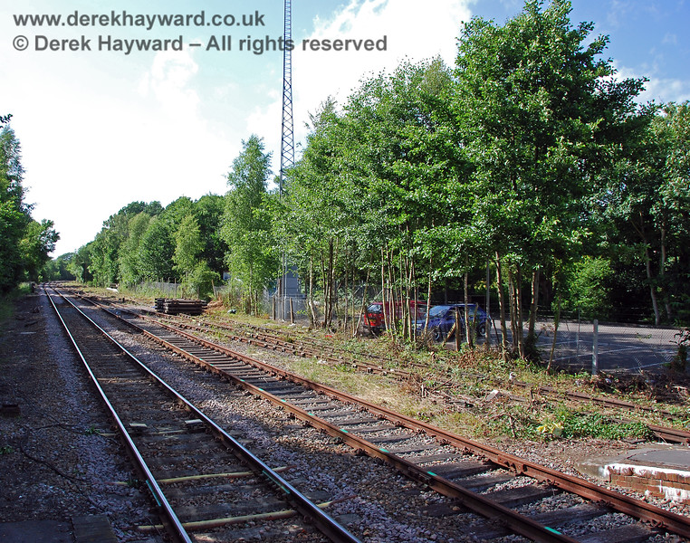 Looking north from Platform 1 at Eridge and reducing the zoom the length of the siding on the right can be seen. 22.06.2008