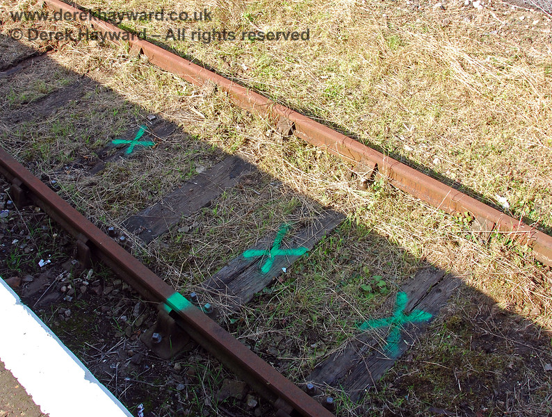 The contractors had marked sleepers in the bay platform that required replacement. 14.09.2008