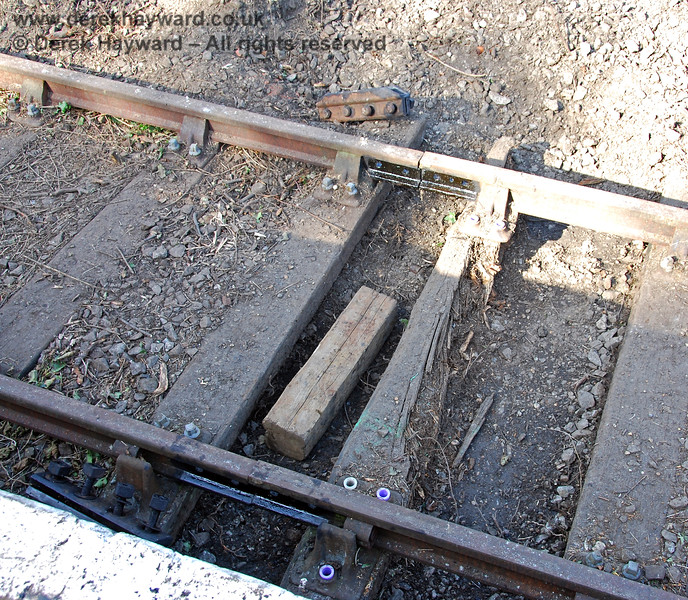 In order to remove this rotten sleeper the fishplates had been removed, clearly showing that all the joints had been lubricated. 14.09.2008