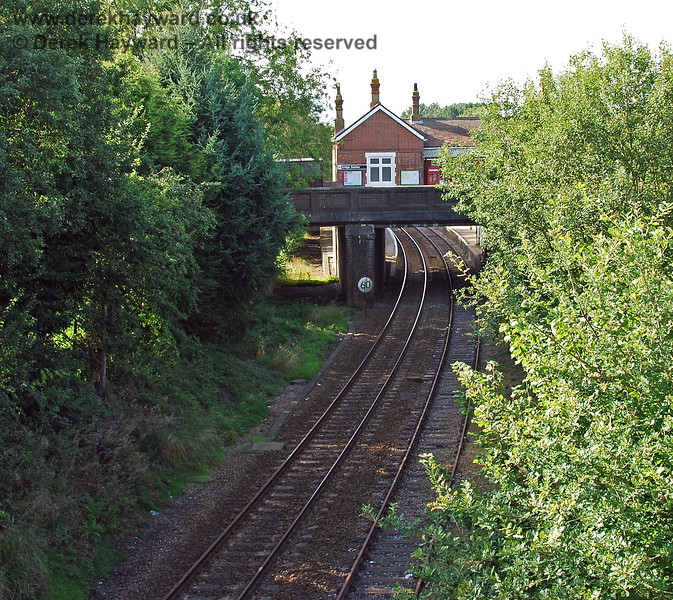 Changing angle slightly the former route into the original Platform 1 can be seen on the left. 14.09.2008