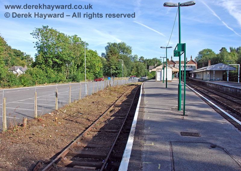 Looking south down the refurbished platform at Eridge from the northern end. 14.09.2008