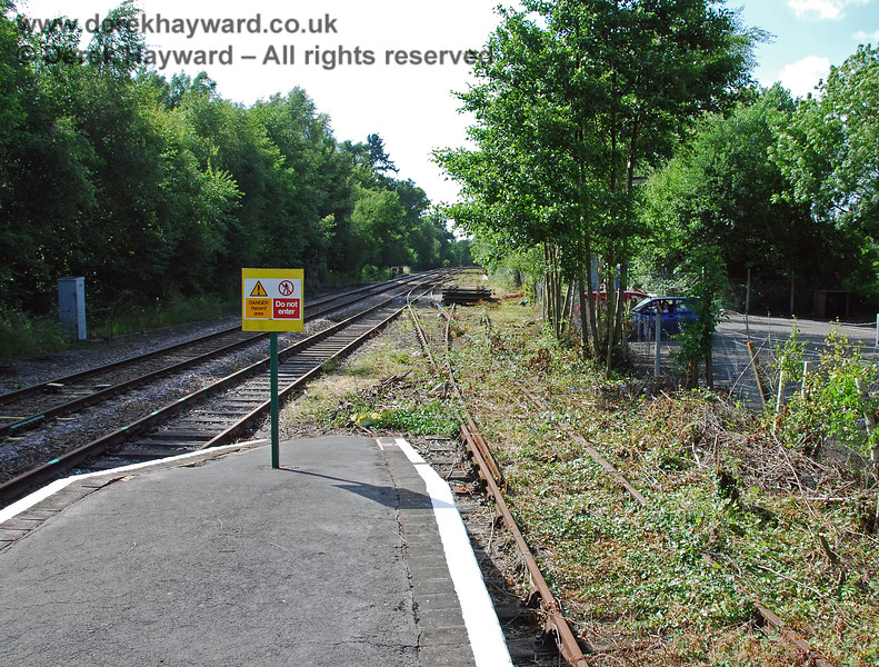 The northern end of Platforms 2 and 3 at Eridge, with new notices banning access to the working area. 22.06.2008