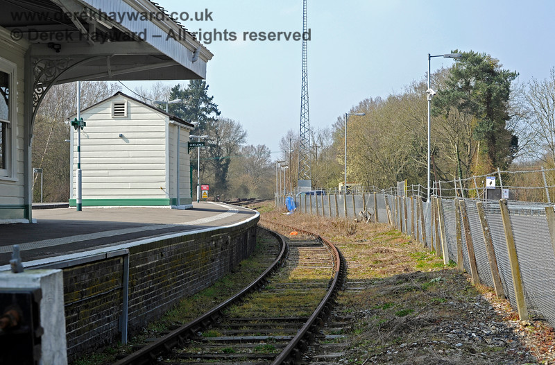 Looking north from behind the buffer stops in Platform 3 at Eridge. 27.03.2011 10448