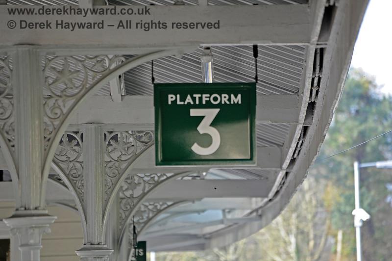 The refurbished and repainted roof on Platform 3 at Eridge.  27.03.2011 10450
