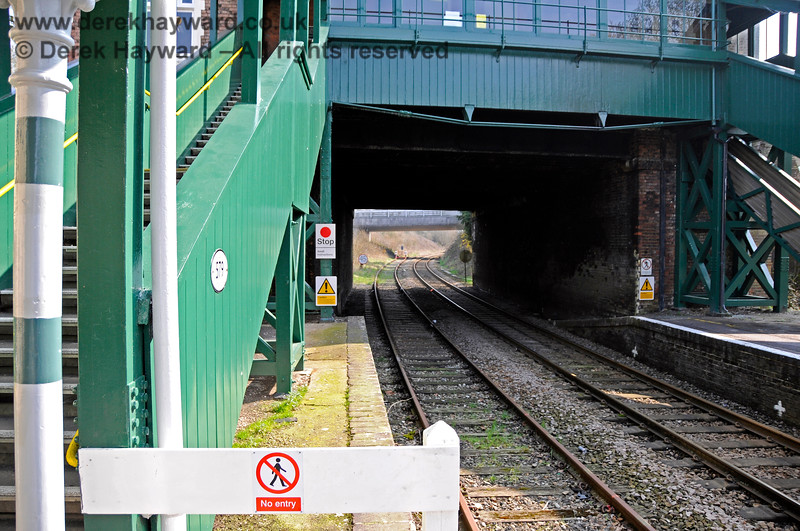 """Looking south into the headshunt at Eridge.  As might be expected the sign says """"Stop, Await Instructions"""". 27.03.2011 6598"""