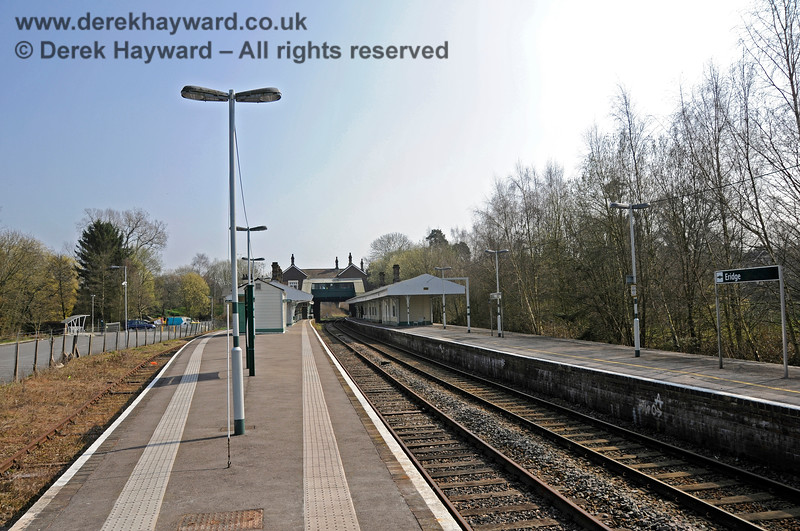 Looking south from the northern end of Platforms 2 and 3 at Eridge. 27.03.2011 6589