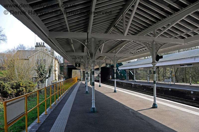 The refurbished Platforms 2 and 3 at Eridge, looking south. 27.03.2011 6596