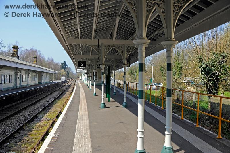 The refurbished Platforms 2 and 3 at Eridge, looking north. 27.03.2011 6580