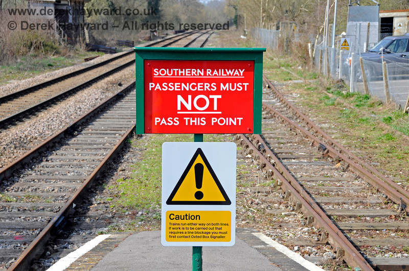 A traditional Southern Railway sign at the northern end of Platforms 2 and 3 at Eridge. 27.03.2011 6588