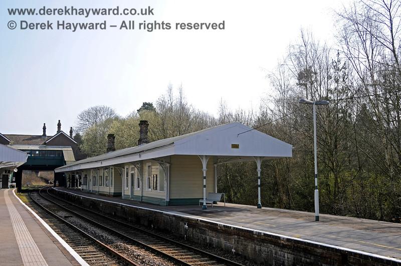 Looking south at the Network Rail platform (Platform 1) at Eridge. 27.03.2011 6591