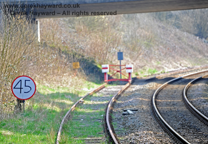 The southern end of Eridge featured a most unusual hand-drawn speed restriction sign.  One assumes this applies to the Network Rail line since SVR trains could not stop at the buffers if they achieved a speed of 45mph...!! 27.03.2011 10437