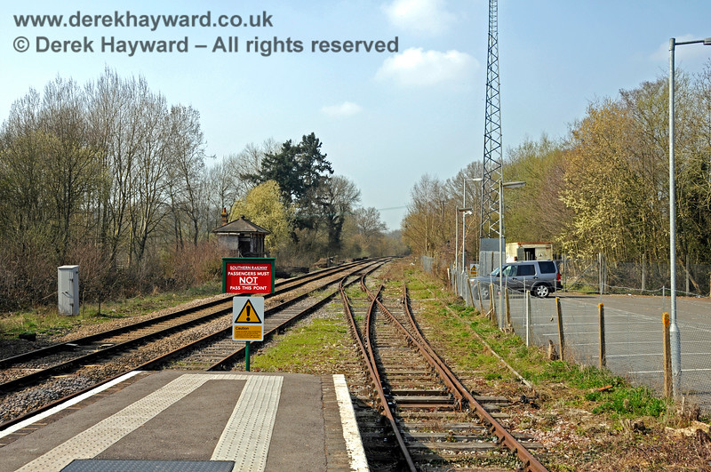 Looking north from Platforms 2 and 3 at Eridge. 27.03.2011 6622