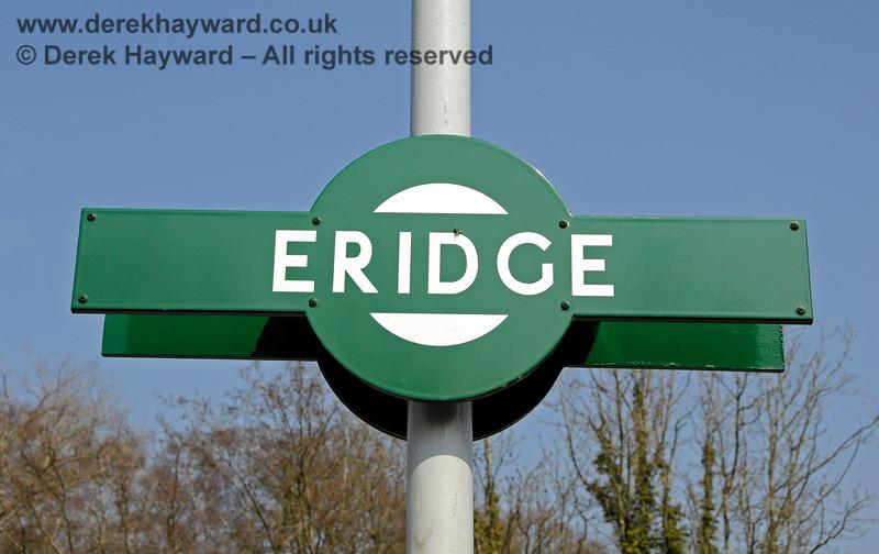 "A traditional ""target"" sign at Eridge. 27.03.2011 6584"