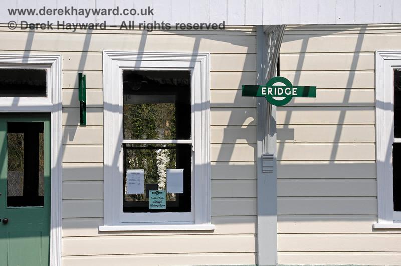 "A traditional ""target"" sign at Eridge. 27.03.2011 6614"