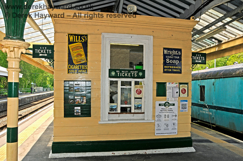 The booking office on the Spa Valley Railway platforms at Eridge. 29.05.2021 20628