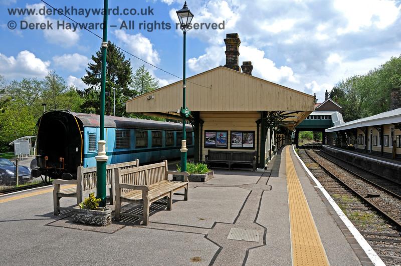 Looking south along the Spa Valley Railway platforms at Eridge. 29.05.2021 20643
