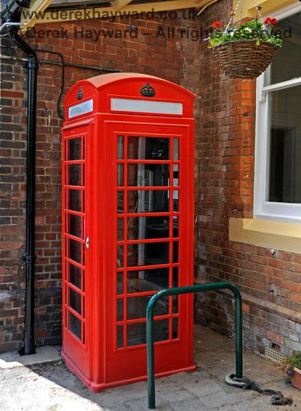 Eridge retains it's traditional telephone box (plus hanging basket).  29.05.2021 20650