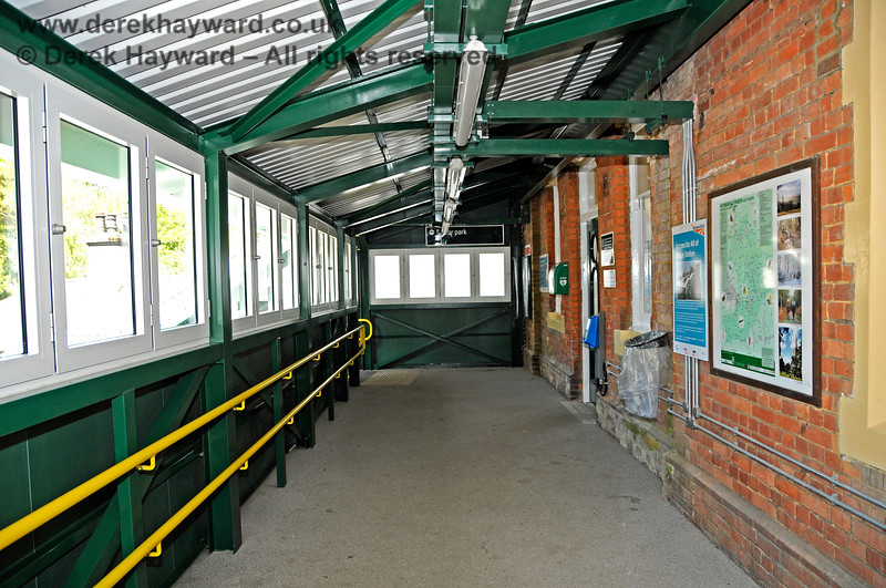 The new footbridge at Eridge Station looking east towards the Spa Valley Railway platforms.  29.05.2021 20668