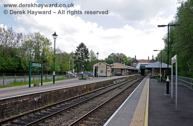 Looking south from the northern end of the original platforms at Eridge. 29.05.2021 20623