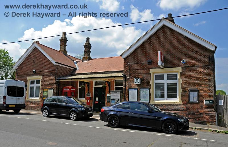 Eridge Station forecourt.  29.05.2021 20651