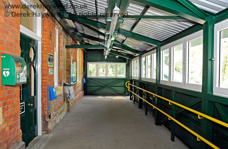A new footbridge has been installed at Eridge Station.  This view looks west towards the bi-directional Uckfield - London platform. A defibrillator can be seen on the left.  29.05.2021 20604