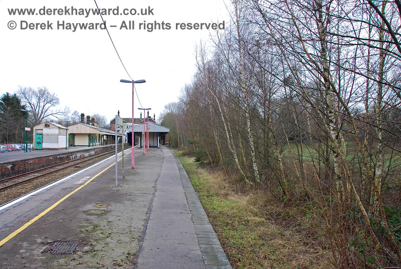 Another, almost unchanged, view of the former Platform 1 in 2008.  It is a great pity that this platform could not have been used by the Network Rail line.  If it had been open it would have been possible (in theory) for the Spa Valley Railway to have had a run-round facility via Platforms 2 and 3.  The subsequent extension of the platform and installation of Network Rail apparatus cases has now made any use of this platform impossible. 28.01.2008