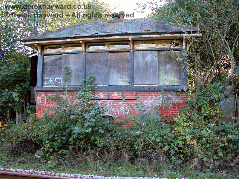 Eridge signalbox, out of use and subject to graffiti 05.10.2003