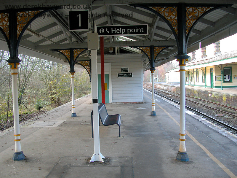 In 2005 Southern had redecorated their platform.  The former Platform 2 is called Platform 1. 07.12.2005
