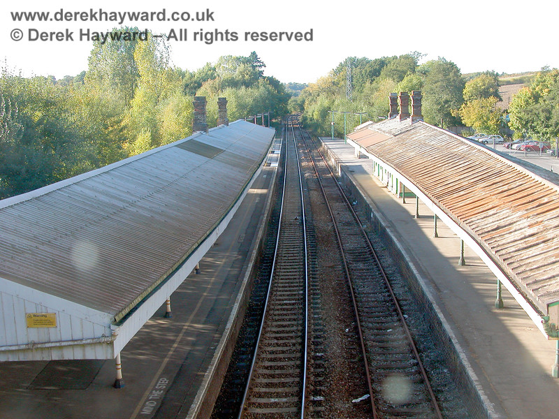 Looking north from the footbridge in 2003, with the operational Network Rail platform on the left, and the Spa Valley platforms on the right.  In the distance the trees almost cover the disused line.  05.10.2003