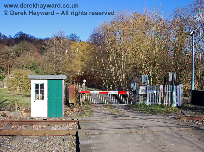 Forge Farm Crossing, looking east, with the refurbished Crossing Keeper's hut in view. 02.03.2009