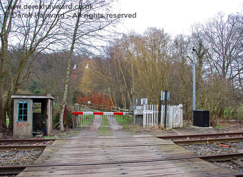 The exit from Forge Farm Crossing on the west side, showing the cameras and the derelict crossing keeper's hut. 28.01.2008