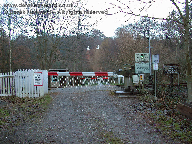Forge Farm Crossing.  This photo, from the west, shows the scale of the safety arrangements that existed in 2005, even for a private crossing. 07.12.2005