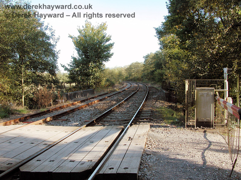Forge Farm Crossing, looking south towards Eridge in 2003.  The single operational Network Rail line is on the right, the disused Spa Valley line on the left. 05.10.2003