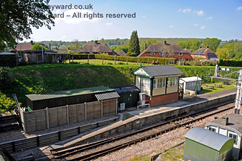 Groombridge signal box, with a well screened staff facility located at the western end of the platform. 29.05.2021 20699