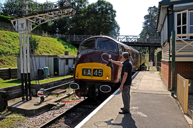 A Down train having left Groombridge, D821 enters the station with an eastbound train and collects the token for Tunbridge Wells. 25.08.2019 20056