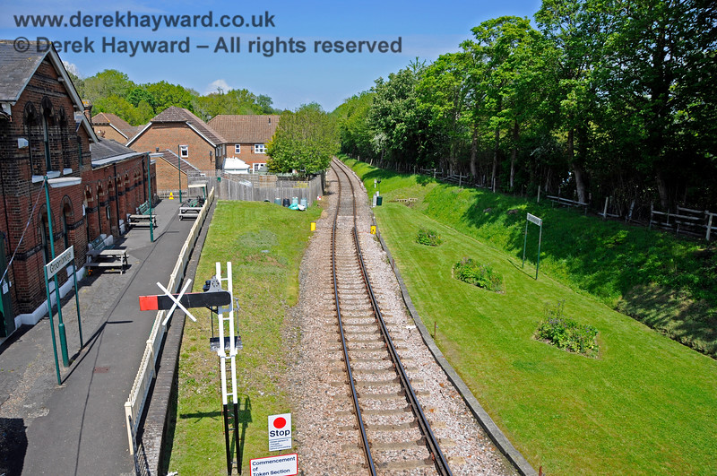 In 2021 work to install a new eastbound Starting signal was in progress at Groombridge Station, but it had yet to enter service.  29.05.2021 20671