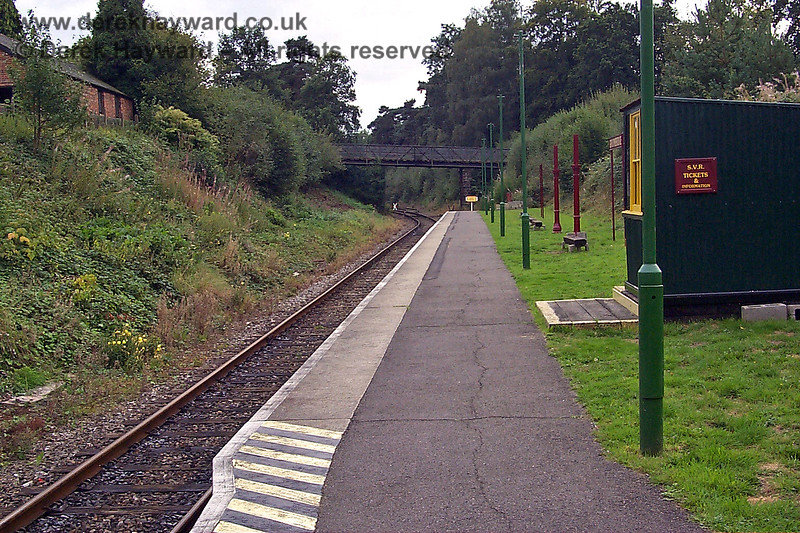 This old picture of the Groombridge Spa Valley Railway platform, looking west, shows the rather basic facilities that existed on 17.09.1998