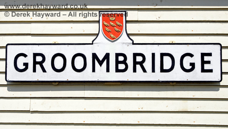 A shelter adjacent to the station features the Groombridge village sign.  29.05.2021 20670