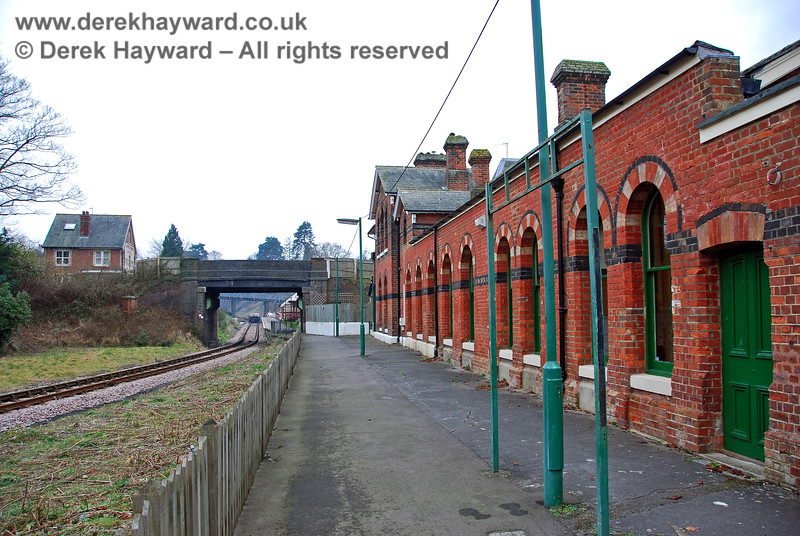 In 2008 the former Groombridge Station building was private commercial premises, but the old platform formed the walkway to the Spa Valley Railway platform. 28.01.2008