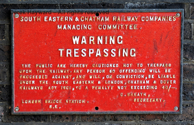 A traditional sign near the entrance to Groombridge Station. 25.08.2019 17372