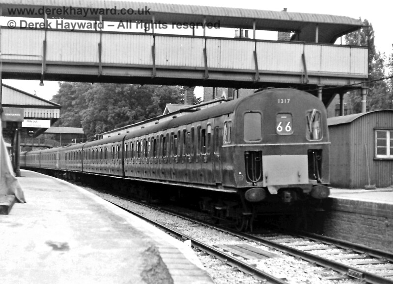 1317, in green livery, and another unidentified 3D unit at Lingfield on the 20:05 empty coaching stock working from East Grinstead. Thursday 03.07.1969.  Eric Kemp retains all rights to this image.