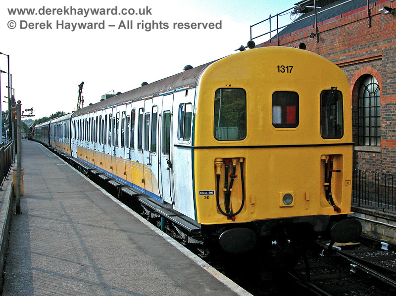 1317 at Tunbridge Wells West, still in Connex livery. 19.09.2005
