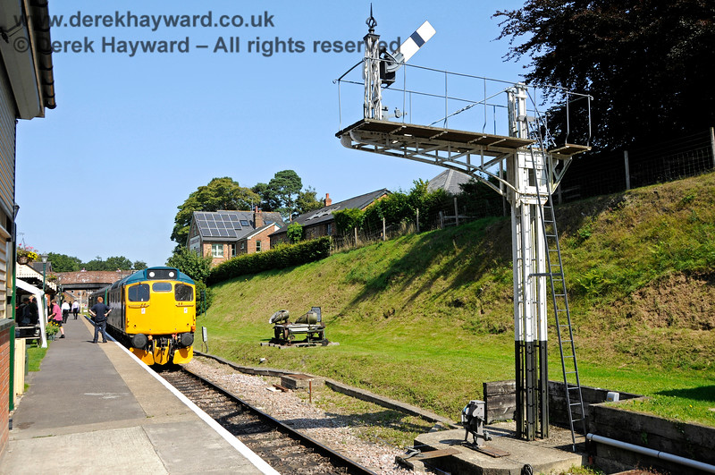 """27001 at Groombridge. 25.08.2019 20053  The westbound Starting signal can be seen in the """"Off"""" position."""