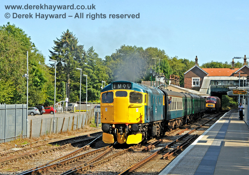27001 leaving Eridge. 25.08.2019 20114