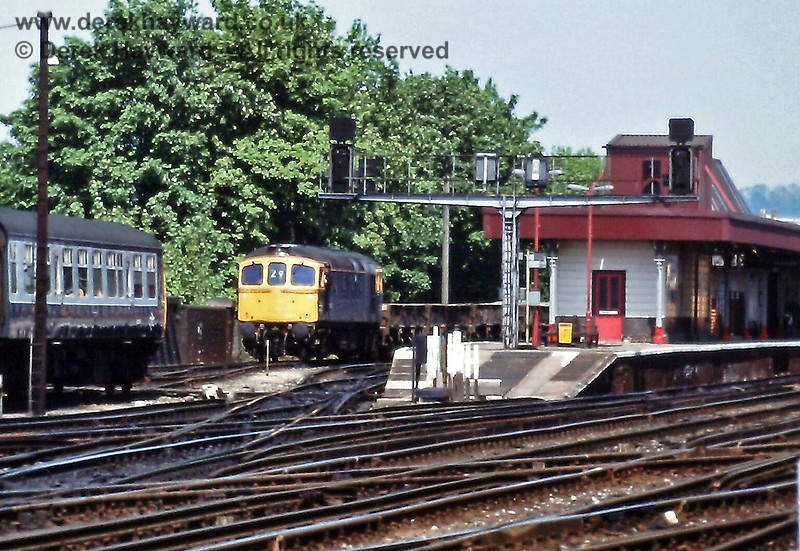 The semaphore signals at Redhill had long gone when 33063 was photographed on an engineering department train on Sunday 22.05.1988.   Eric Kemp retains all rights to this image.